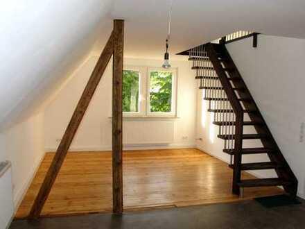 Sonnig, ruhig, luftig: Erstbezug nach Sanierung, 4,5-Zimmer-OG-Wohnung mit Balkon in Alt-Laatzen