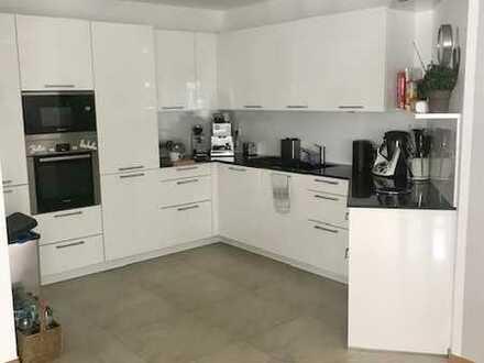 Neuwertige 4-Zimmer-Wohnung mit Balkon und EBK in 6-Familienhaus in Winnenden