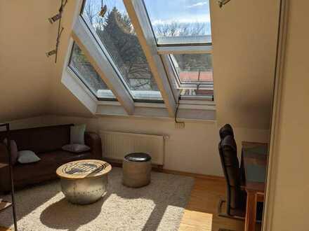Helle, hochwertig ausgestattete 3-Zi-DG-Wohnung in ruhiger Hanglage in Freiburg Zähringen