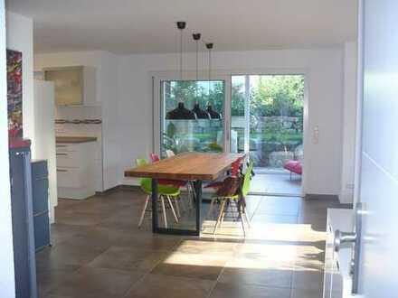 73669 Lichtenwald-Thomashardt: Große 2,5-Zi-Wohnung in 3-FH / Wintergarten / Garten / Garage