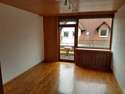 Sanierte DG-Wohnung mit sechs Zimmern sowie Balkon und EBK in Glan-Münchweiler