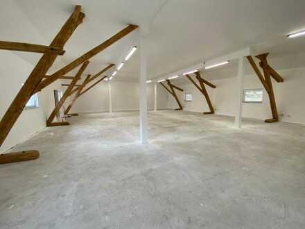 Neu renovierte Halle mit rustikalen Holzbalken für Studio/Werkstatt/Büro/Lager