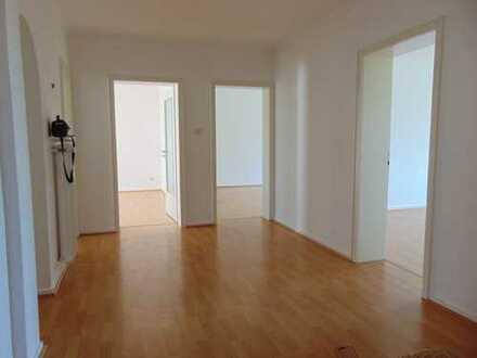 MA-Oststadt! Großzügige Wohnung in sehr guter Lage mit Balkon und Garage
