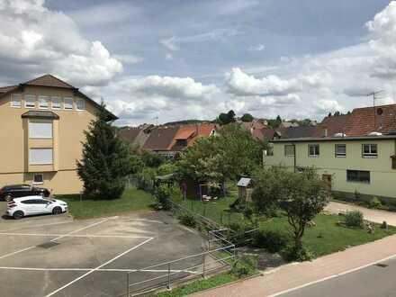 Großzügige 4-Zi-Whg. m. Balkon u. Garage in Niefern-Öschelbronn, Gartenstr. 11