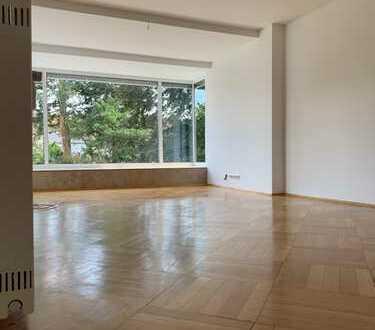 Renovierte, großzügige 3-Zimmer-Wohnung mit Einbauküche und fantastischem Balkon in Waldnähe!