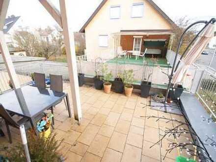 Schicke Wohnung sucht Mitbewohner /in gerne per : 01607540582 o. jojo79@gmx.de