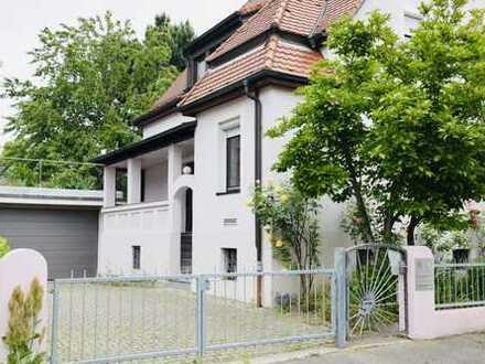 Modernisiertes großes Einfamilienhaus mit Kamin und Doppelgarage in Neckarsulm