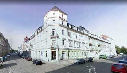 Ansprechende 2,5-Zimmer-DG-Wohnung mit Einbauküche in Dresden