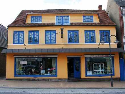 Uriges Geschäftshaus von 1860 in der Husumer Innenstadt