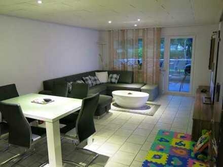 Stilvolle, modernisierte 4-Zimmer-EG-Wohnung mit Balkon und Einbauküche in Rastatt