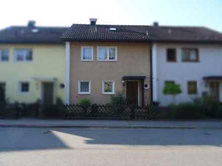 Schönes Reihenmittelhaus in sonniger Wohnlage mit Garten und Garage in Heidenheim