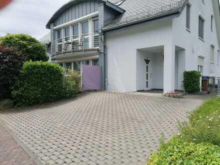 Gepflegte EG-Wohnung mit zweieinhalb Zimmern sowie Freisitz und EBK in Cochem