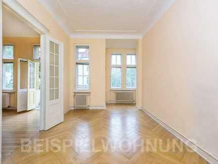 Altbauwohnung im denkmalgeschützten Haus: Provisionsfreie 2 Zimmer mit Balkon