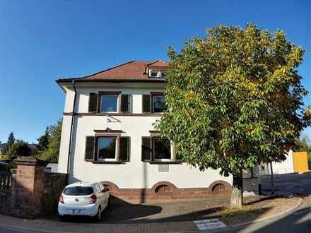 Stilvoller Altbau für die Familie. Zwei - Drei separate Wohnungen möglich!