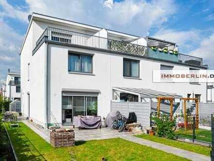 IMMOBERLIN: Elegantes Reihenendhaus mit Südterrassen nah der Havel