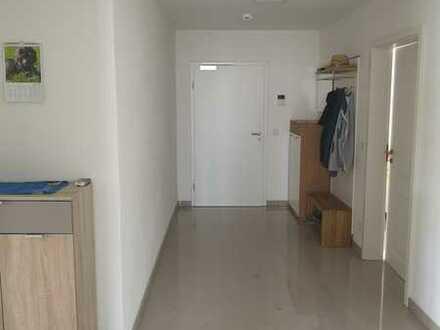 Neuwertige 3-Raum-Wohnung (KFW55) mit Balkon und Einbauküche in Geisenfeld OT Zell