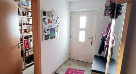 Gepflegte 3-Zimmer-EG-Wohnung mit EBK, Terrasse und kleinem Garten in Stephanskirchen- Am Schloßberg