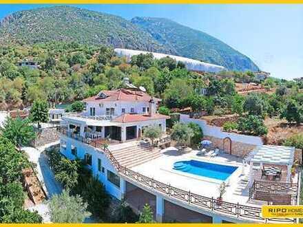Wow, großartig! Paradies auf den Hügeln! Exklusive voll möblierte große Villa!