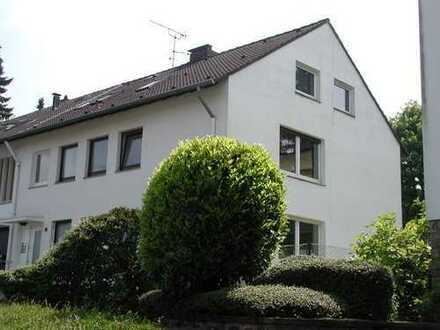 von privat: Bredeney, Heierbusch, hochwertige 2,5-Raum-Whg mit gr. Garten u.EBK (BITTE KEINE MAKLER)