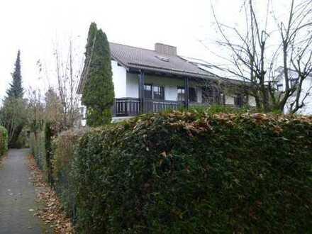 Komplett neu renovierte Doppelhaushälfte mit großem Garten