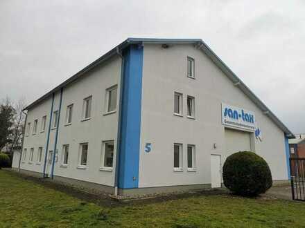 Topgepflegte Gewerbeimmobilie mit Hallen- und Büroflächen