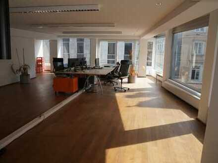 Geräumige Büroetage in bester Düsseldorfer-Altstadtlage