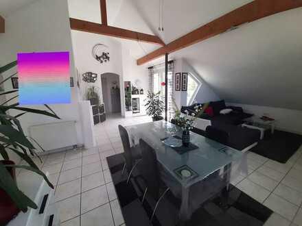 Gepflegte 3-Raum-Dachgeschosswohnung mit Balkon und Einbauküche in Frommern
