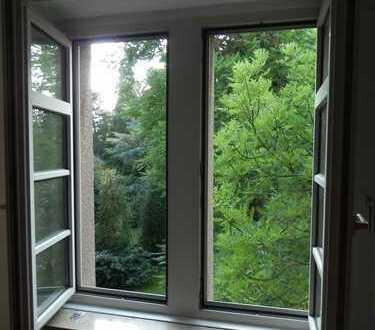 Schönes helles Zimmer in Dreizimmer Altbauwohnung im Zentrum von Brühl