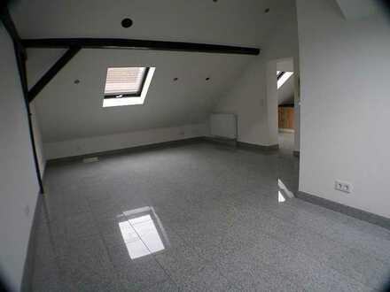 Gepflegte 1 ZKB - 35 m² im DG mit EBK ruhig gelegen In der Gibb Wi-Biebrich € 420,- + NK