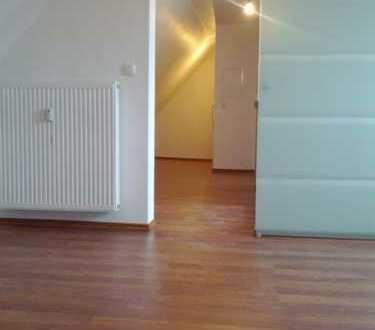Ab 15.12.2019 o. später. Schöne 45m² Wohnung. Komplett renoviert. Laminat, Granit, Einbauküche.