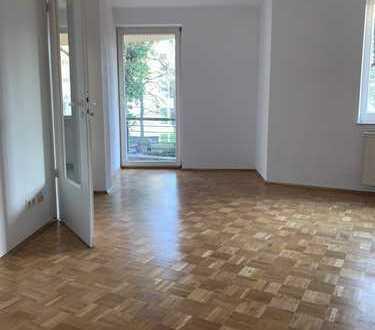 Ruhiges Wohnen im Grünen - renoviert, Aufzug, Balkon, EBK etc. ...