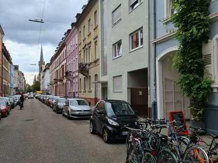 Exklusive, gepflegte 3-Zimmer-Hochparterre-Wohnung mit Einbauküche in Karlsruhe
