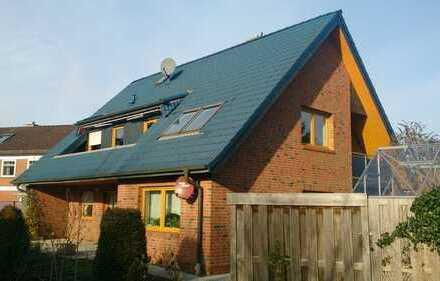 Wohnhaus mit Einliegerwohnung, Doppelgarage und Teilkeller in Delmenhorst