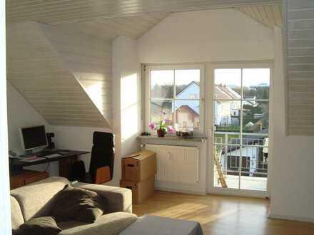 Gepflegte DG-Wohnung mit dreieinhalb Zimmern und Balkon in Ergolding
