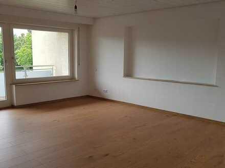 Erstbezug nach Modernisierung mit Balkon: schöne 5,5-Zimmer-Wohnung in Heiningen