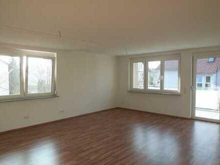 3 1/2-Zi.-OG-Wohnung mit Balkon und PKW-Stellplatz in Top-Zustand