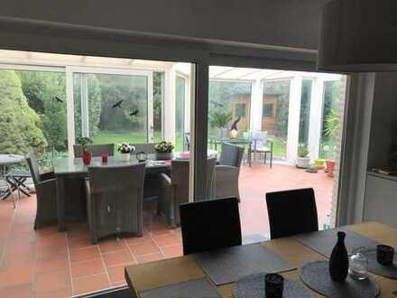 Mitbewohner/in für modernisiertes EG- Wohnhaus in traumhafter Lage gesucht