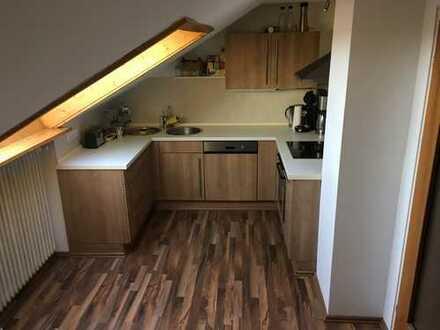 Gepflegte 1-Zimmer-Dachgeschosswohnung mit EBK in Kaufering