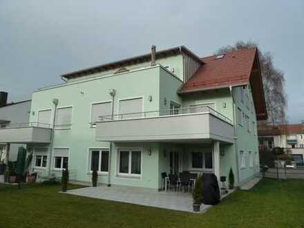 Neubau: stilvolle 2-Zimmer-DG-Wohnung mit EBK und Terrasse in Erding