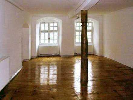 Exklusive 1-Zimmer-Wohnung: Rittersaal (74 m2) in Schlossambiente