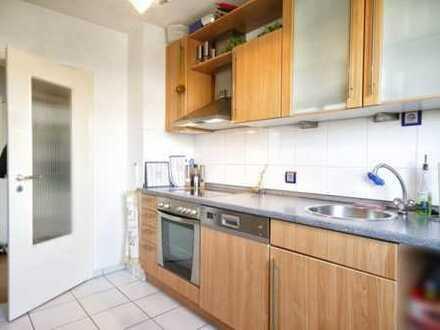 Modernisierte 3-Zimmer Wohnung mit Einbauküche in zentraler Lage mit Blick ins Grüne!