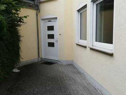 Gepflegte 2-Zimmer-Wohnung mit Balkon und Einbauküche für SINGLES