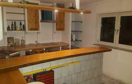 Gepflegte 2,5-Zimmer-Gartengeschosswohnung mit Terrasse und Einbauküche in Altrip
