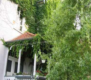 Gepflegte Wohnung mit fünf Zimmern sowie Balkon und Einbauküche, Garten und Keller in Reilingen