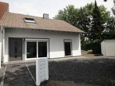 Wohlfühloase! Kernsanierte Doppelhaushälfte mit großem Grundstück in guter Lage von Monheim-Baumberg