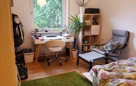 Liebevoll sanierte Altbauwohnung mit großer Wohnküche inkl. EBK in renoviertem Altbau!