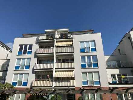 Ruhiges Dachgeschoss mit Aufzug und zwei Balkonen!