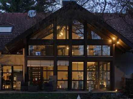 Kleinod mit Bachlauf auf großem Grund Repräsentatives Architektenhaus mit 450 m² Wohn-/Nutzfläche
