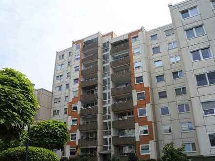 Modernisierungsbedürftige Eigentumswohnung mit 3-4 Zimmern, ca. 100 m² Wohnfläche u