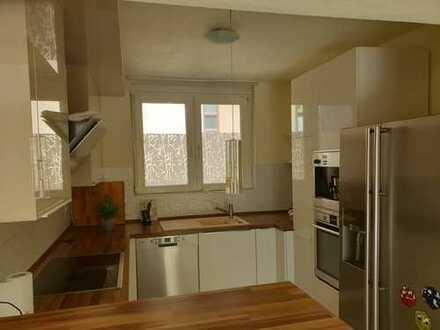 4-Zi-Wohnung mit Einbauküche, Balkon und TG-Stellplatz in zentraler Lage!